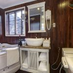 signature-halong-cruise-bathrooms