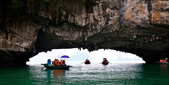 signature-halong-cruise-rowing-boat