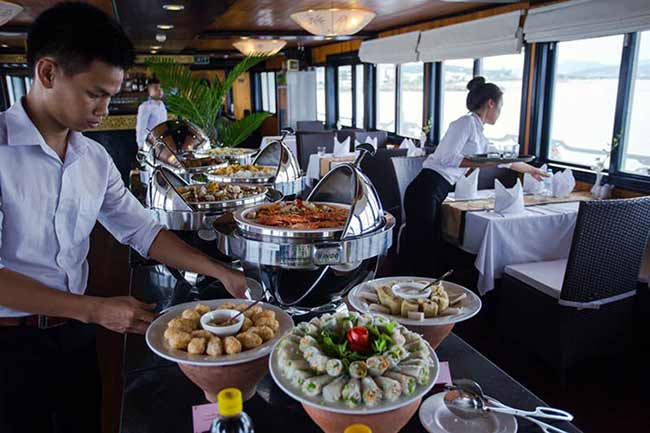 syrena-cruises-Lotus-Restaurant_Buffet