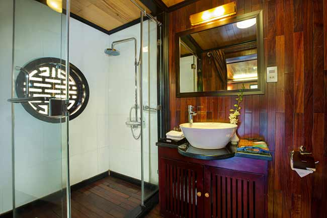 syrena-cruises-halong-Deluxe-Bathroom