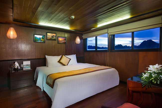 syrena-cruises-halong-bay-vietnam-Suite-Bedroom-(2)