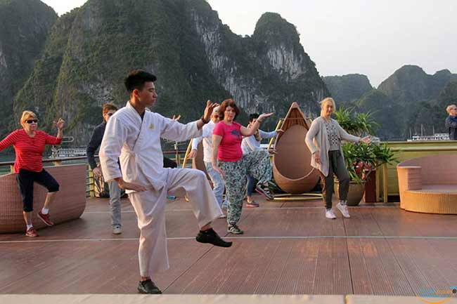 tai-chi-on-golden-cruises-9999