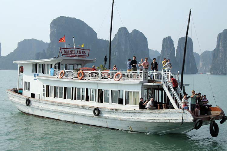 halong-full-day-tour-from-hanoi