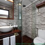 pelican-cruises-bathroom-smiletravel
