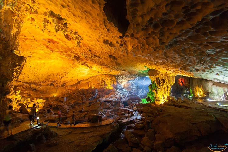 sung-sot-cave-in-halong-bay