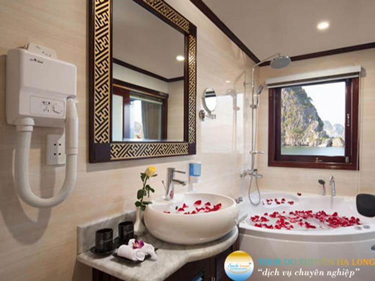 halong-silversea-cruise-bathroom