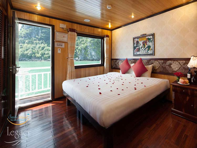 seaview-cabin-Halong-legacy-legend-cruises-smiletravel
