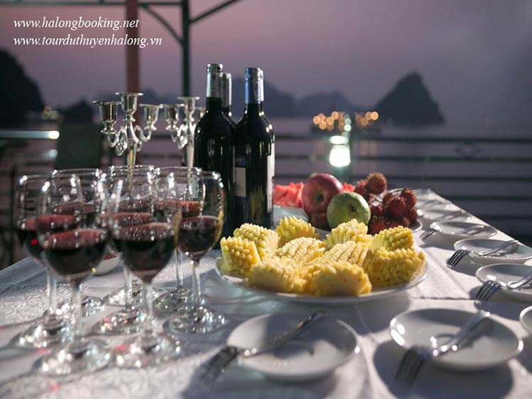 Bellezza-Cruises-Halong-party