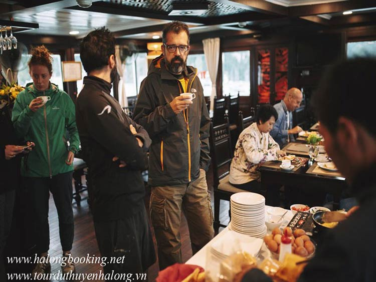 Majestic-Halong-Cruise-cooking