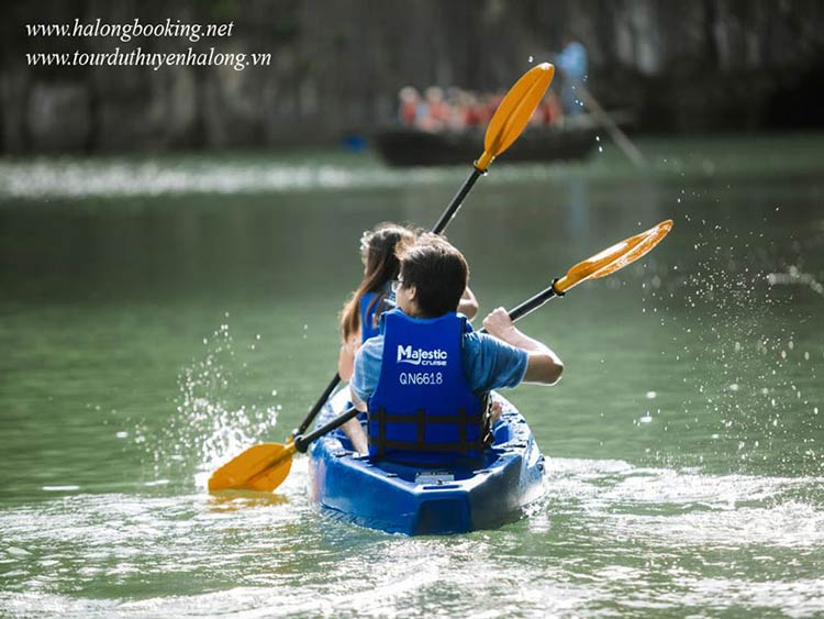 Majestic-Halong-Cruise-kayak-smiletravel