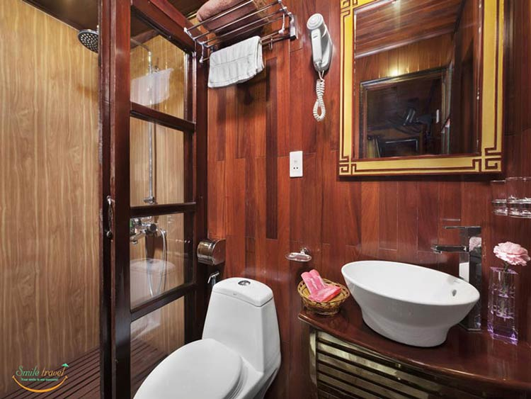 rose-cruise-halong-bathroom