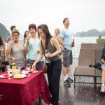 rose-cruise-halong-party-smiletravel