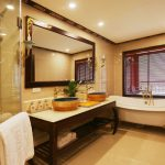 indochine-cruise-executive-suite-bathroom-smiletravel