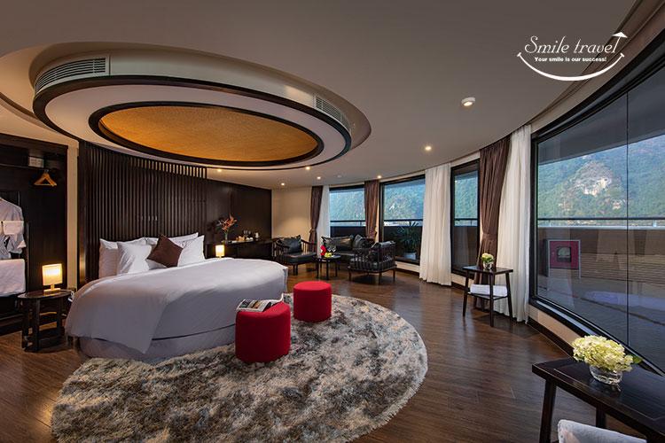 Phòng ngủ sang trọng trên du thuyền Scarlet Pearl cruises
