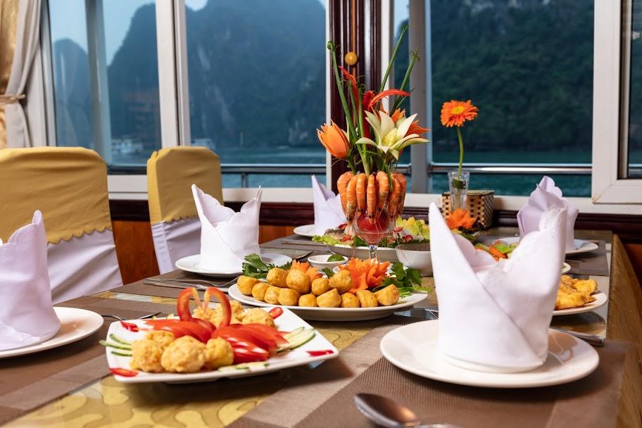 Nhà hàng trên du thuyền Golden Star